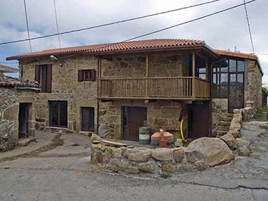 ptif_bt102-casa-de-aldea-de-pedra-con-solaina