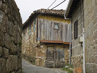 ptif_bt347-camino-entre-muros-de-pedra-nunha-aldea